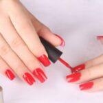 como quitar esmalte de uñas de las sabanas sin dañarlas